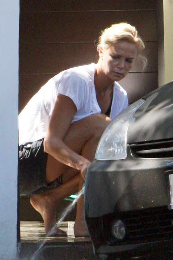 A car wash day for Charlize Theron (6 pics)