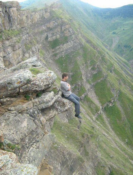 A guy who loves adrenalin (8 pics)