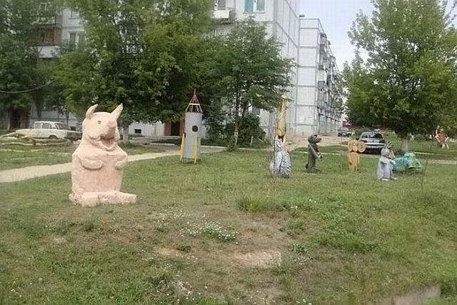 A playground where children would better not to go (37 pics)
