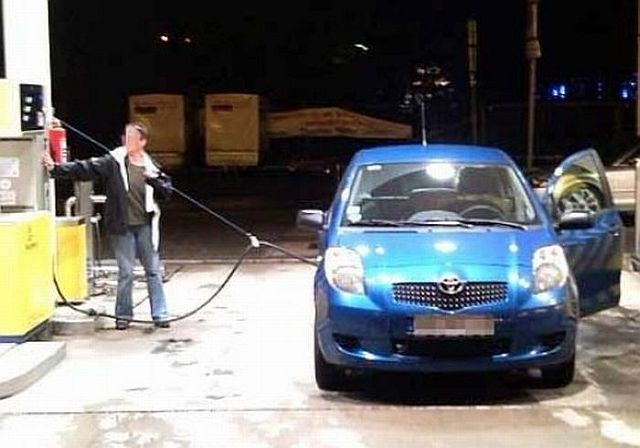Failures at gas stations (26 pics)