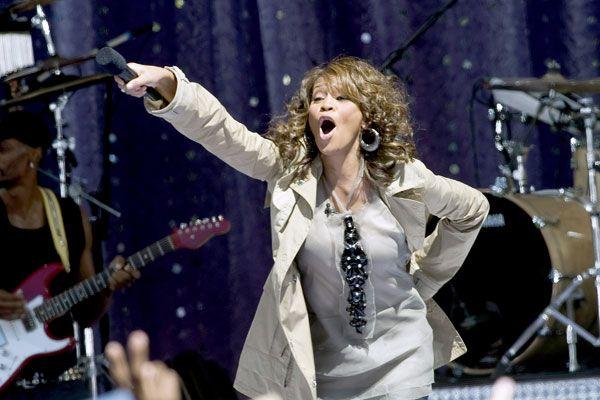 Whitney Houston's big comeback concert (11 pics)