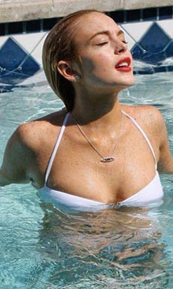 Lindsay Lohan in bikini (10 pics)