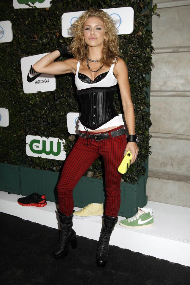 AnnaLynne McCord in a sexy leather top (9 pics)