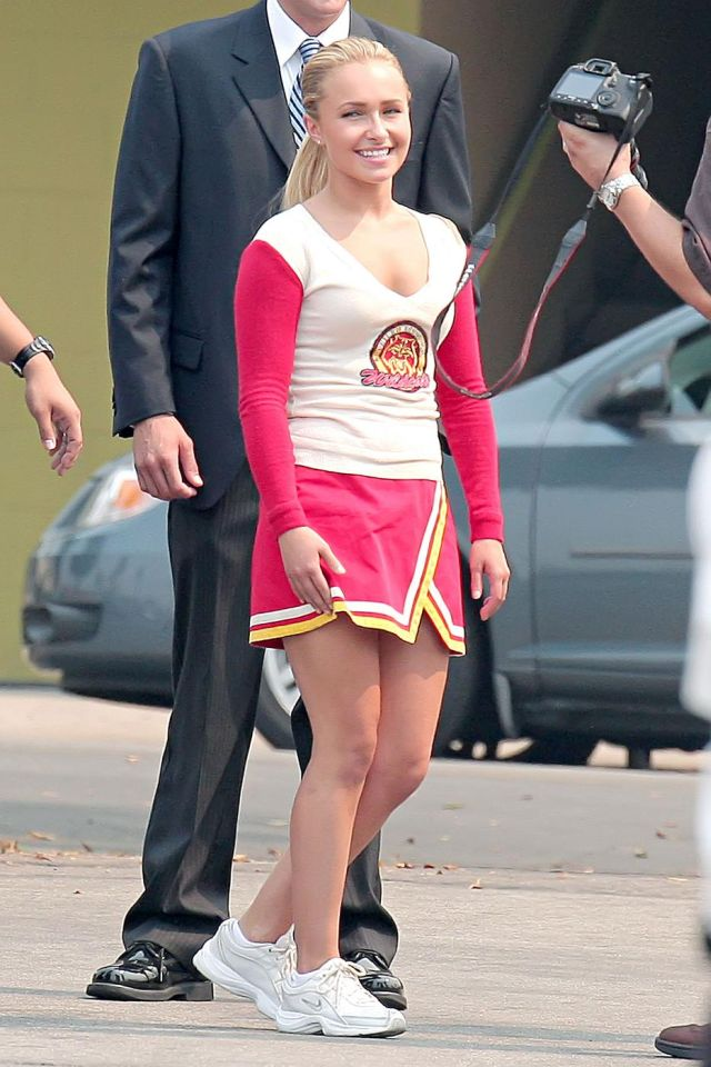 Hayden Panettiere in a pink cheerleader outfit. It fits her good (9 pics)