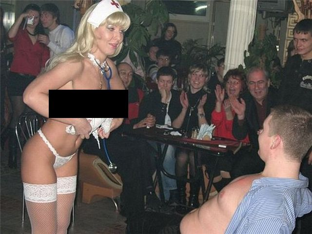 There is no age for a strip tease (3 pics)