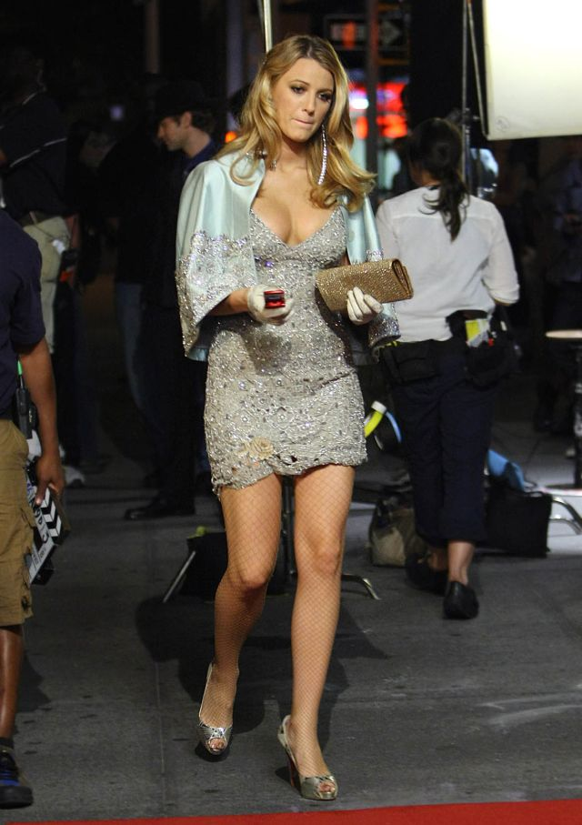 Gorgeous Blake lively and her beautiful long legs (6 pics)