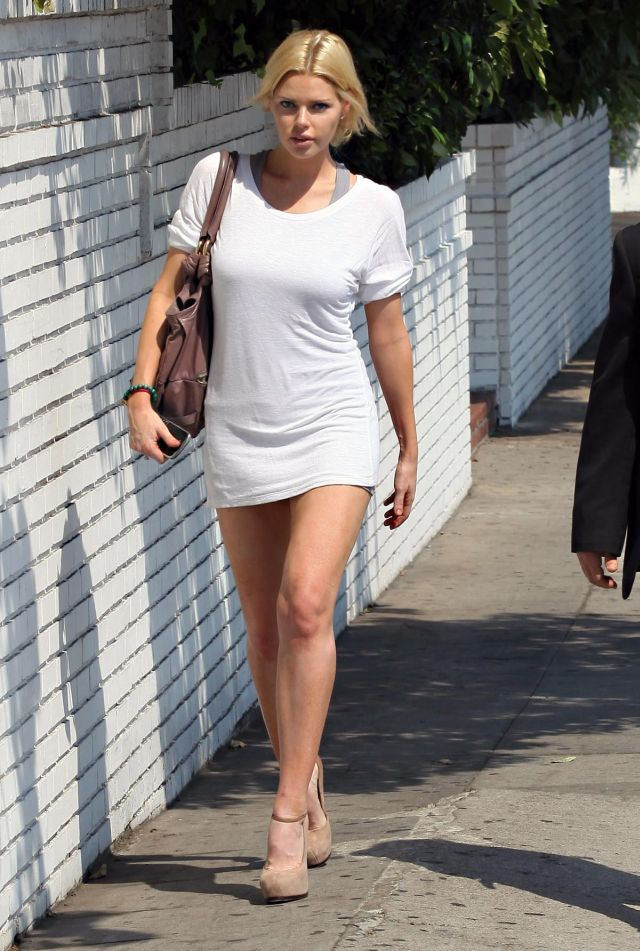 Sophie Monk has a long shirt or a short dress (9 pics)