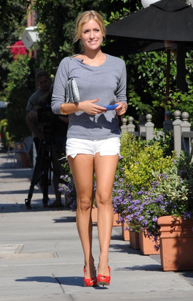 Kristin Cavallari's got beautiful long legs (8 pics)