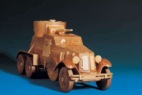 Wooden vehicules (15 pics)