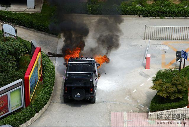 A burnt Hummer (11 pics)