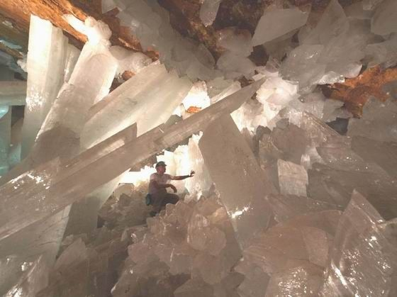 The Crystal Cave of Giants – as beautiful as it is dangerous (27 pics)