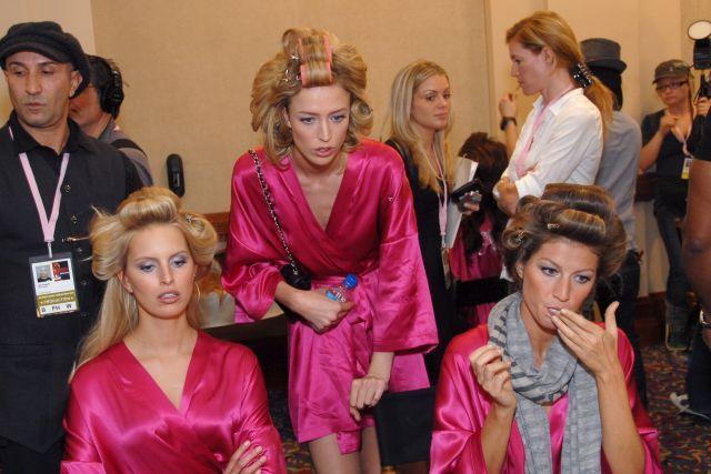 Behind Victoria's Secret scenes (37 pics)