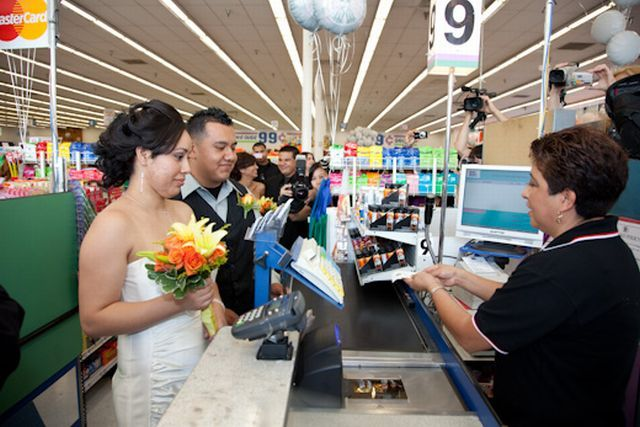 Nine 99 cents weddings for the 9th of September, 2009 (20 pics)