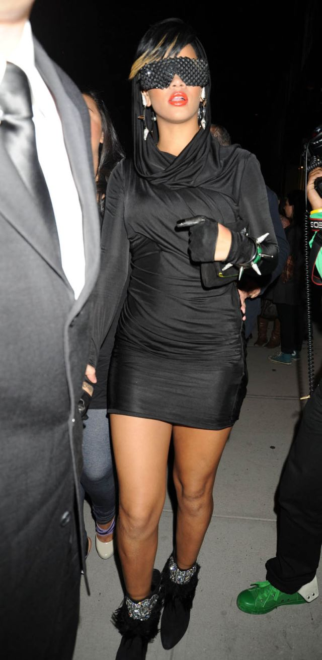 Sexy Rihanna in a sexy outfit (12 pics)