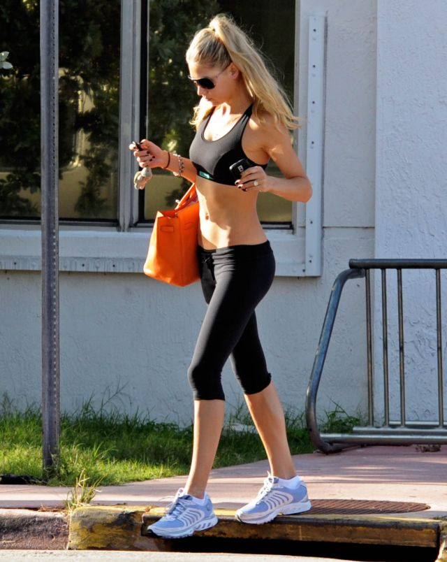 Anna Kournikova's great body (4 pics)