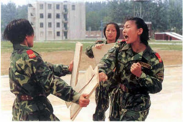 Chinese military girls (20 pics)