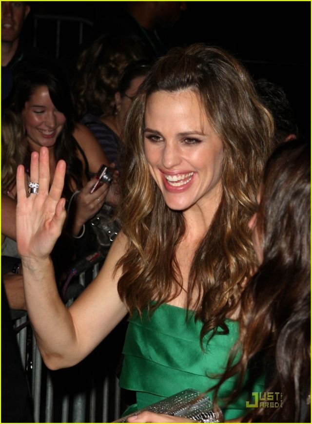 Jennifer Garner at the premiere of The Invention of Lying (13 pics)