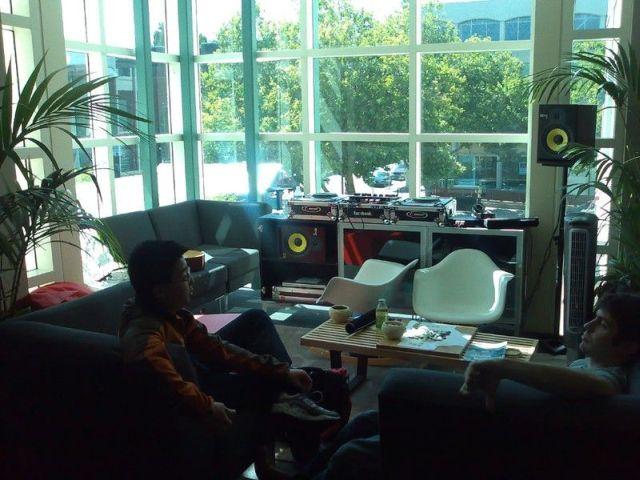 Facebook headquarters in Palo Alto, full photo essay (72 pics)