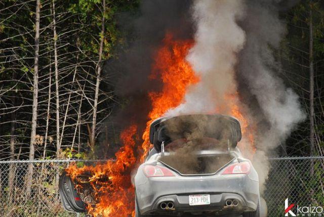 Burnt Hyundai Genesis Coupe (25 pics)