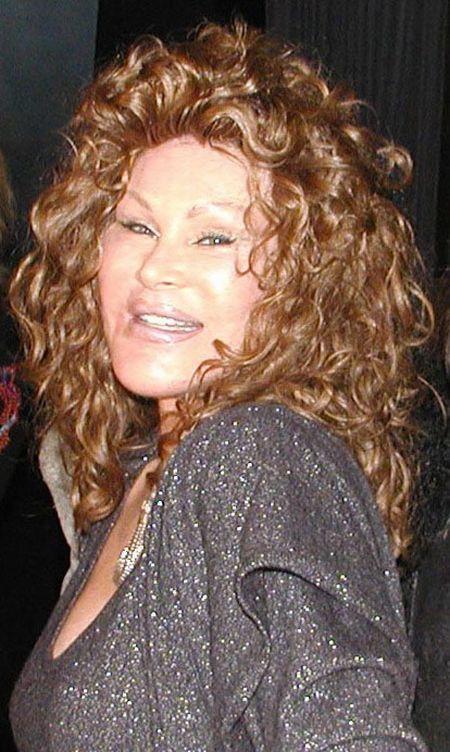Jocelyn Wildenstein - the victim of Plastic Surgery (19 pics + 1 video)