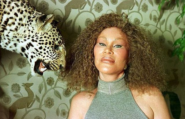 Jocelyn Wildenstein - the victim of Plastic Surgery (19 pics + 1 video)