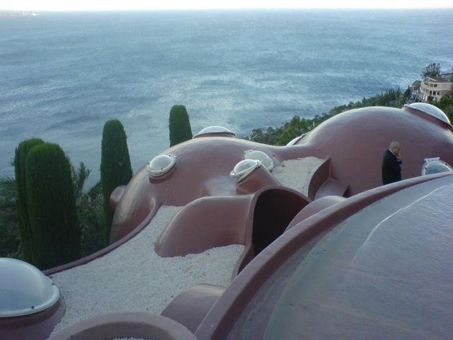 pierre cardin s palais bulles 35 pics. Black Bedroom Furniture Sets. Home Design Ideas