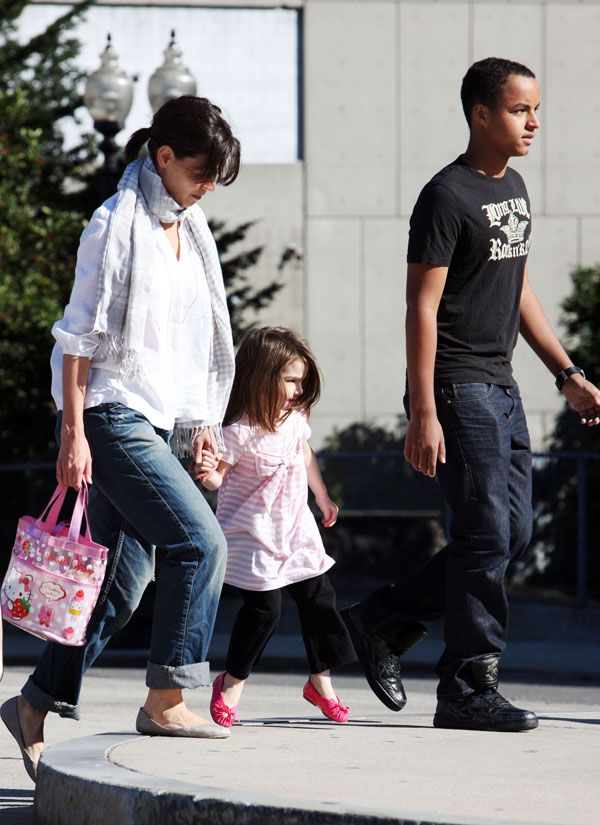 Tom Cruise with his family (9 pics)