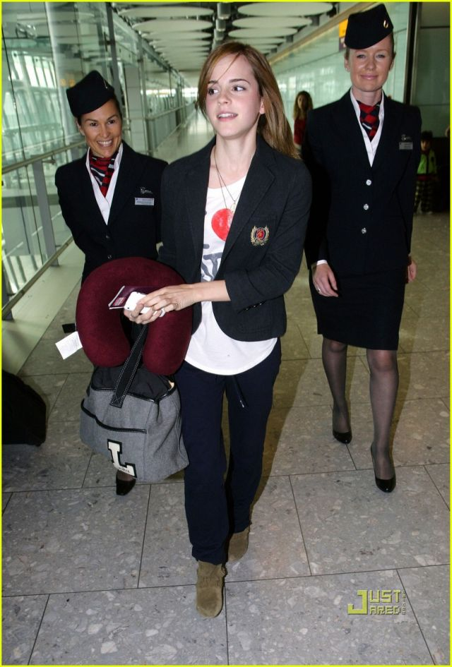 Emma Watson arrives in London (5 pics)