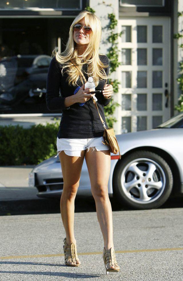 6 Kristin Cavallari in short but very sexy shorts (9 pics)