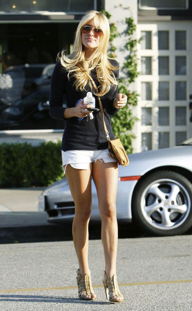 Kristin Cavallari in short but very sexy shorts (9 pics)