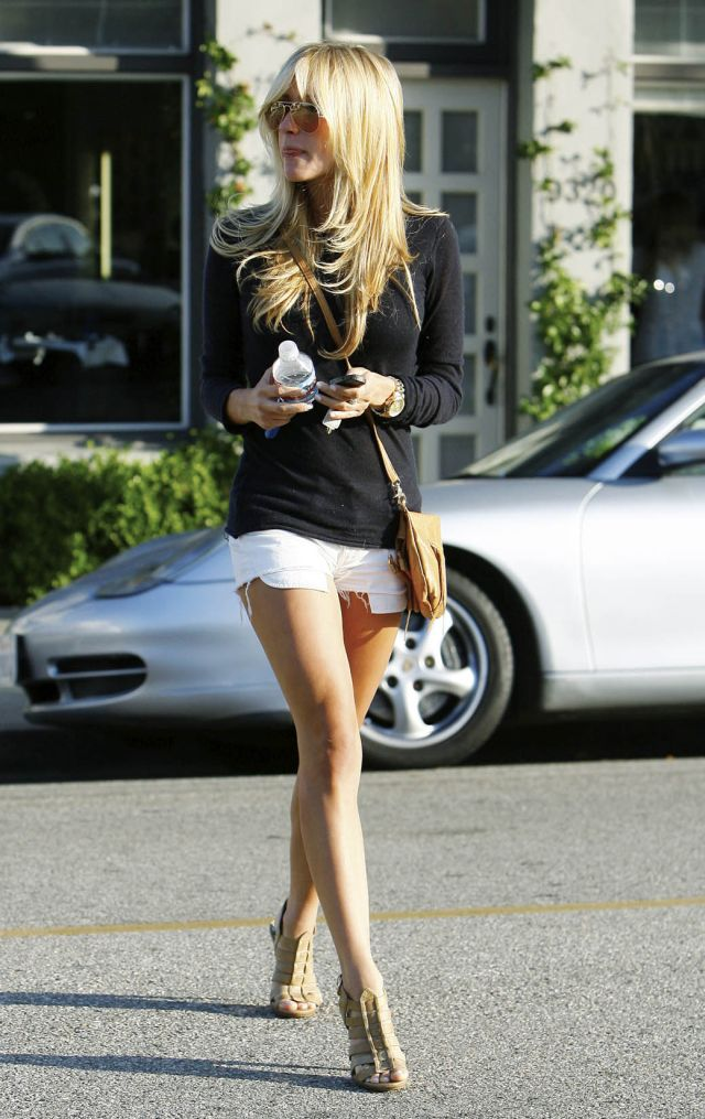 kristin cavallari in short but very sexy shorts pics
