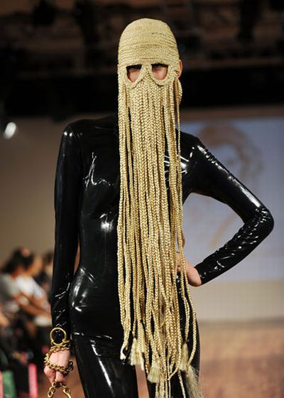 Charlie le Mindu's hairy creations at London fashion week (14 pics)