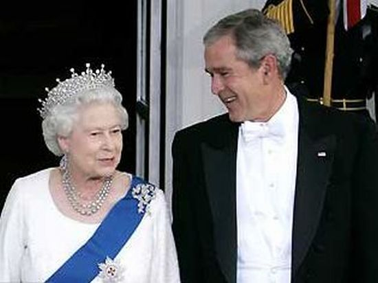 One queen, different presidents (11 pics)