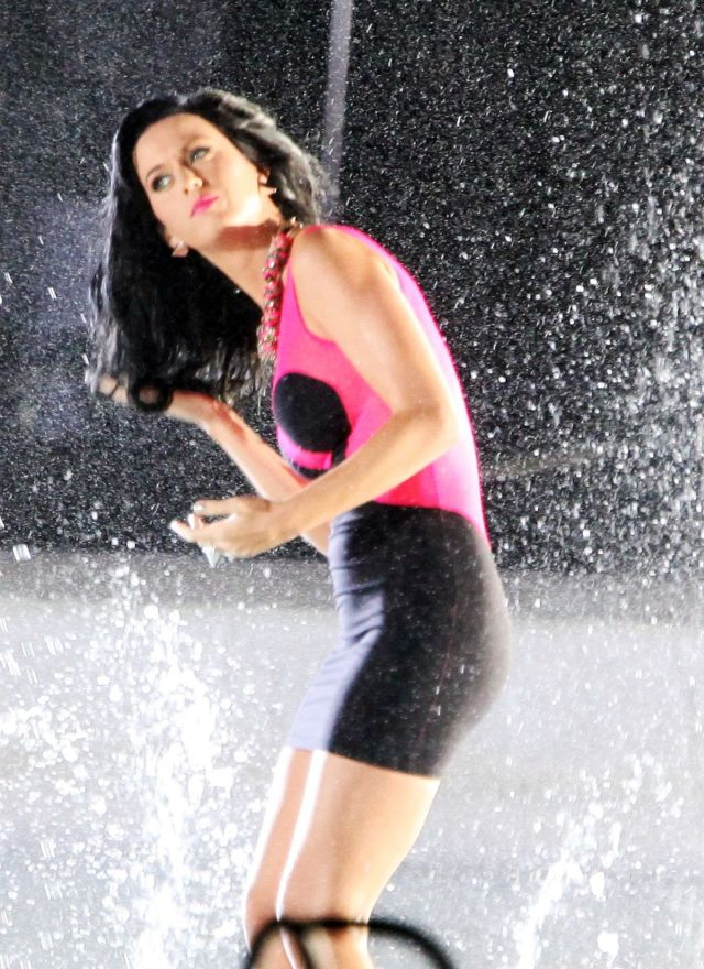 Katy Perry on the set of her new music video (22 pics)