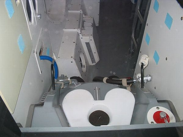 Toilet of International Space Station (9 pics)