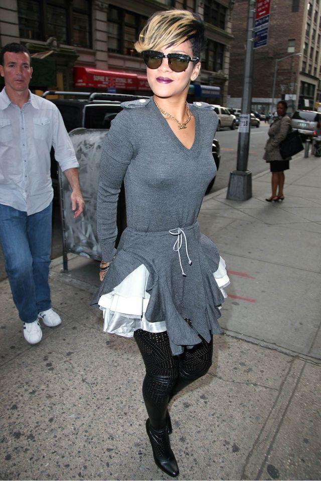 Weird outfits of Rihanna (16 pics)