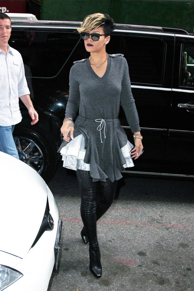 Weird outfits of Rihanna (16 pics)