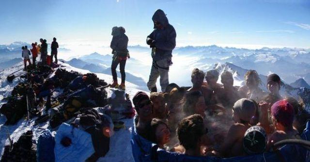 Jacuzzi at a 5 km altitude (22 pics)
