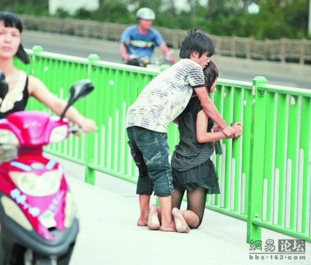 Another quarrel in the streets of China (7 pics)