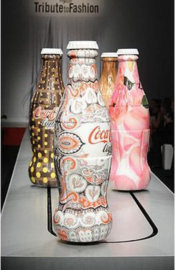 Coca-Cola Light at Milan Fashion Week (7 pics)