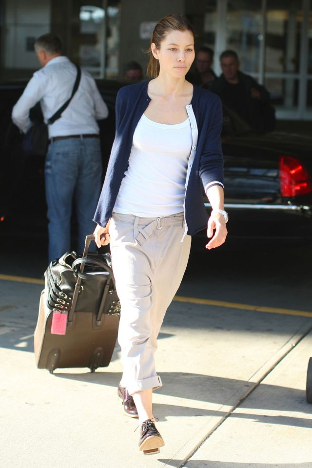 Jessica Biel without make up is still gorgeous (7 pics)