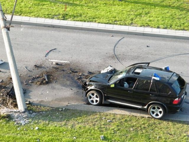 Interesting car accident (9 pics)