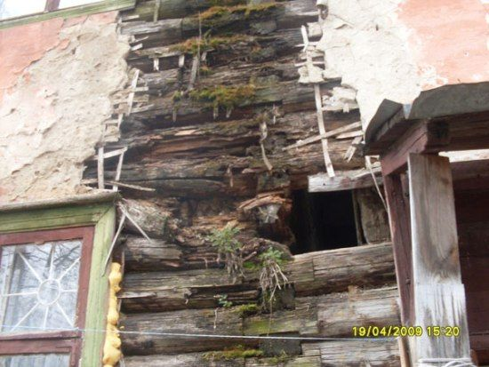 One house that would deeply need some maintenance (15 pics)
