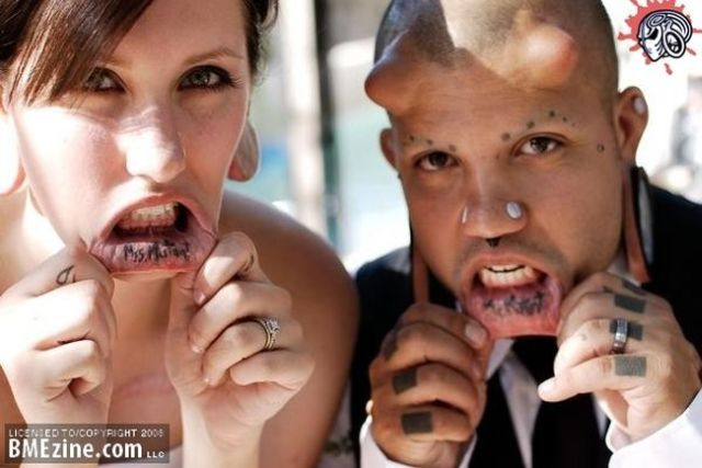 A happy and unusual couple getting married (7 pics)
