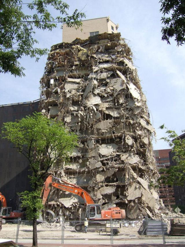 Weird building demolition (3 pics)