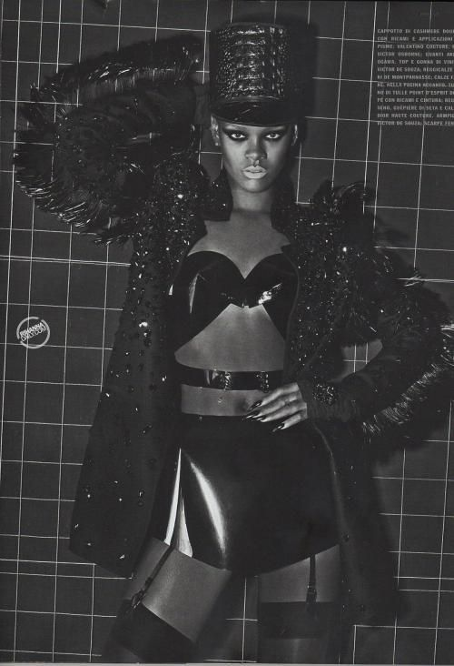 Rihanna as you have never seen her before (8 pics)