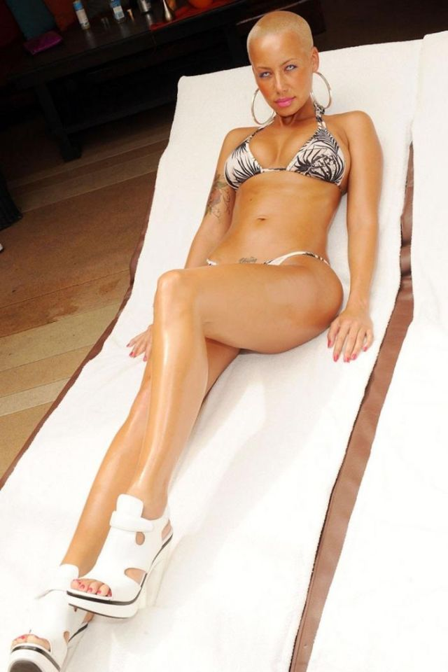 Kanye West's girlfriend (14 pics)