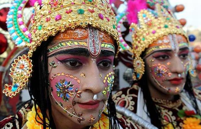 Celebration of Hindu festival - Dussehra (16 pics)