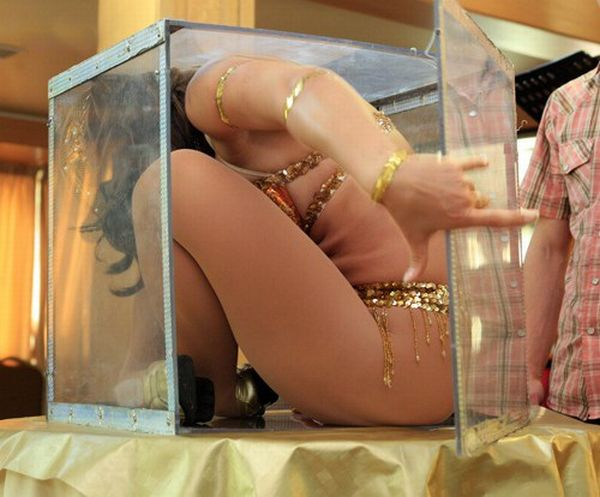 A flexible girl and a box (7 pics)