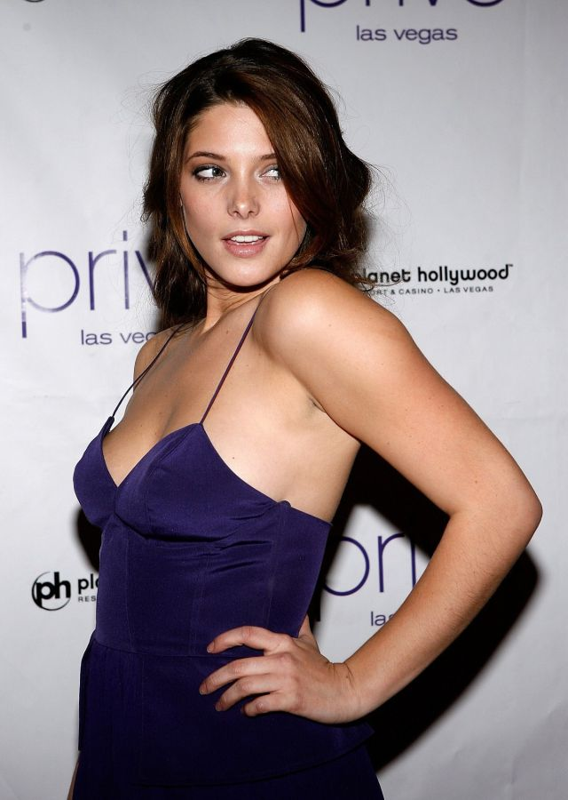Pretty and very charming Ashley Greene (12 pics)